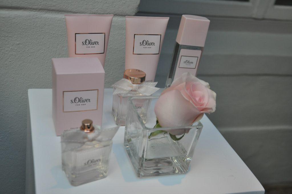 De complete For Her geurlijn, alles in lief zacht roze.