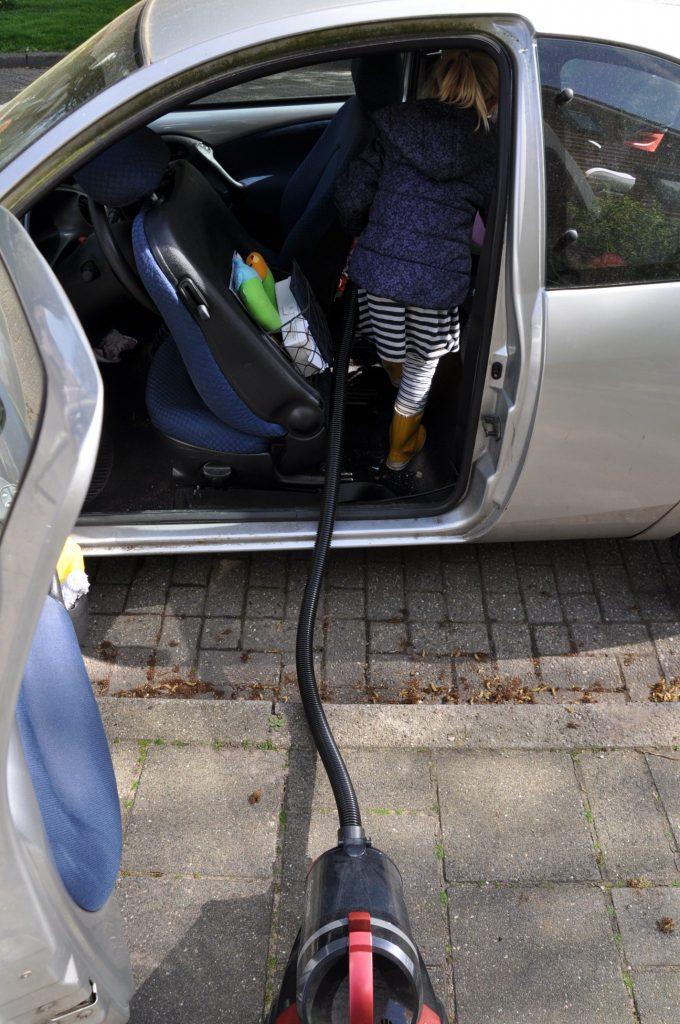 auto stofzuigen