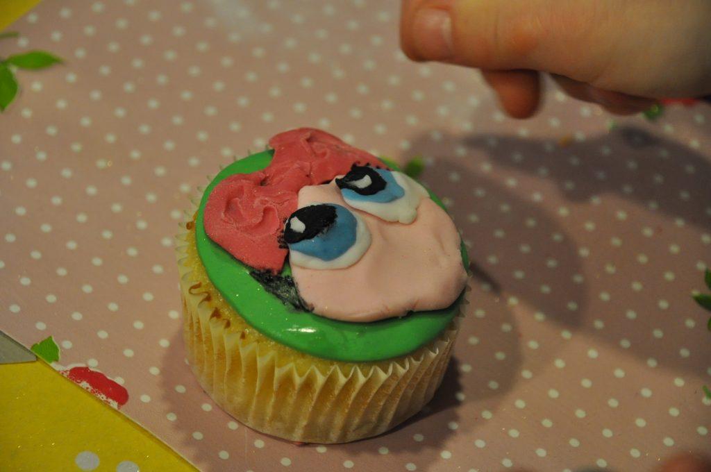 lol surprise cupcake