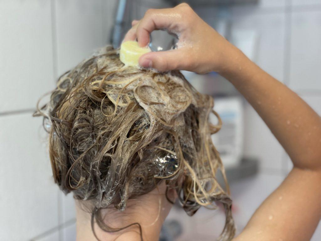haren wassen met shampoo bar